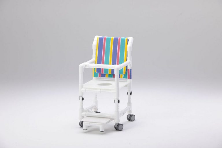 Silla de ruedas infantil, para niños con una anchura de asiento a partir de 35 cm. Regulación de altura, la altura del asiento puede adaptarse al crecimiento del niño. Reposapiés, respaldo acolchado, barra de seguridad de tronco