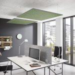 Pantalla de escritorio en oficina con efecto de absorción de ruido, combinada con velas acústicas de techo